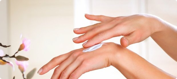 как наносить зимний крем на руки